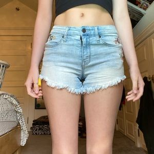 MOSSIMO FLORAL EMBROIDER SHORTS
